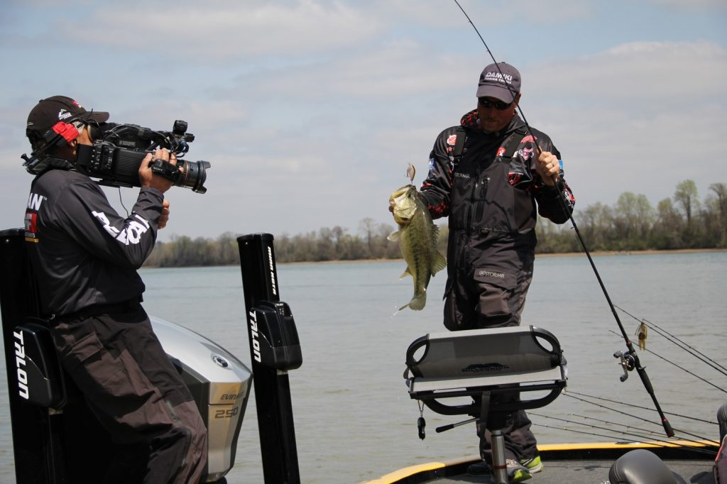 Tv shows filming at bluewater blue water rv resort marina for Ultimate match fishing